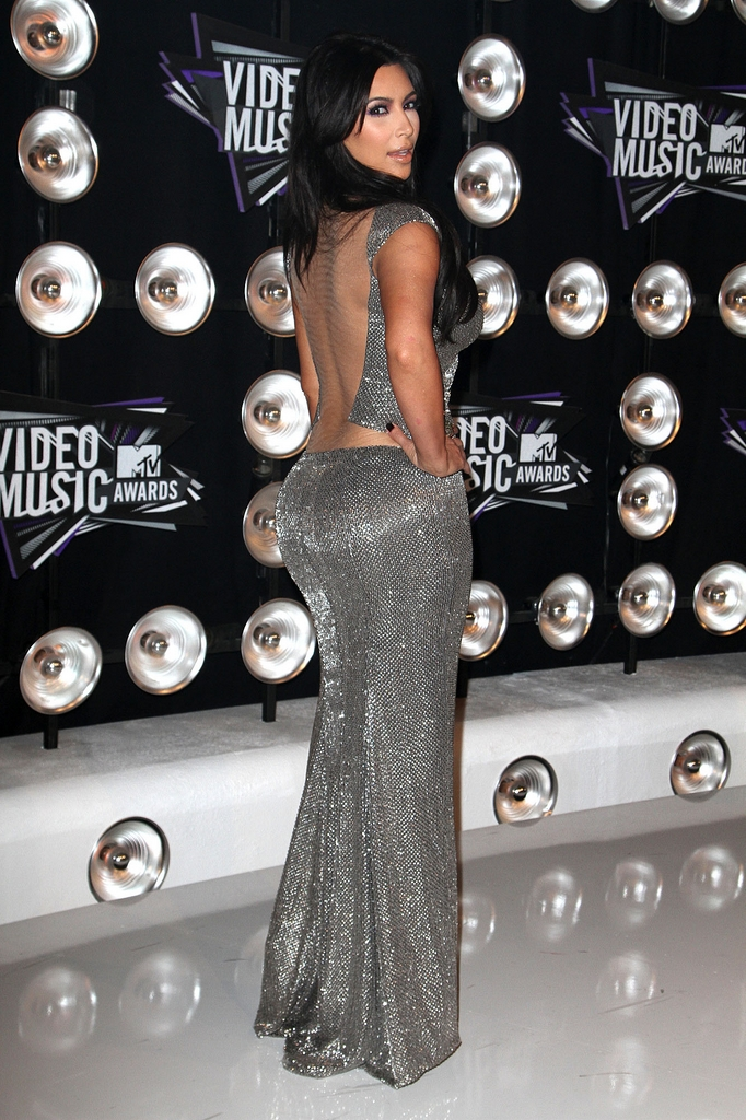 kim kardashian bandante aux mtv video music awards 23. Black Bedroom Furniture Sets. Home Design Ideas