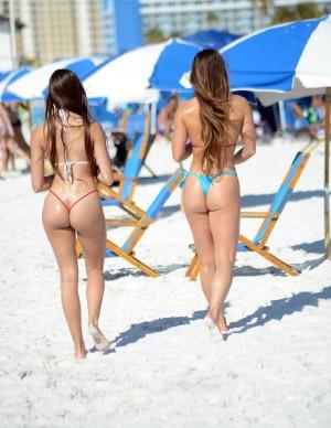 Femmes nues bikin