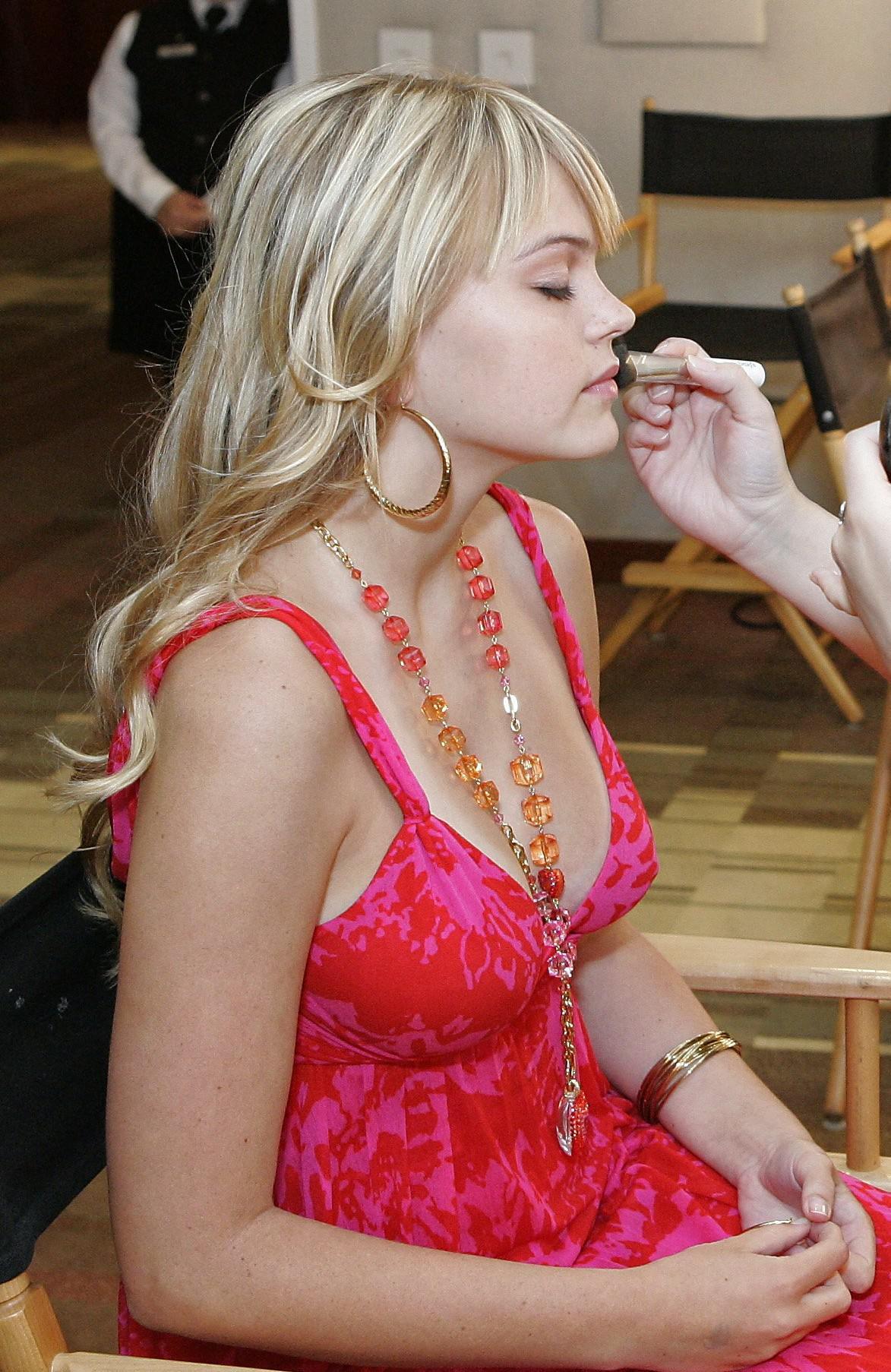 Aimee Teegarden nue, 88 Photos, biographie, news de stars