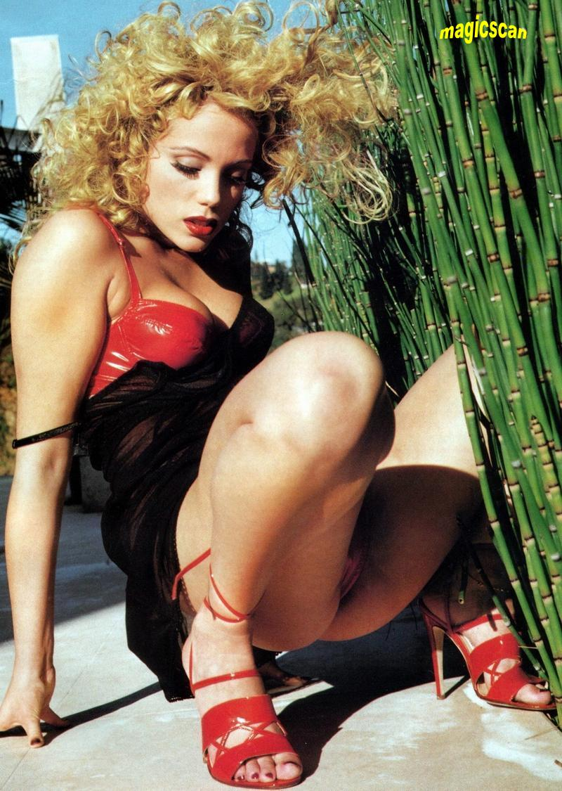 nude images of elizabeth berkley