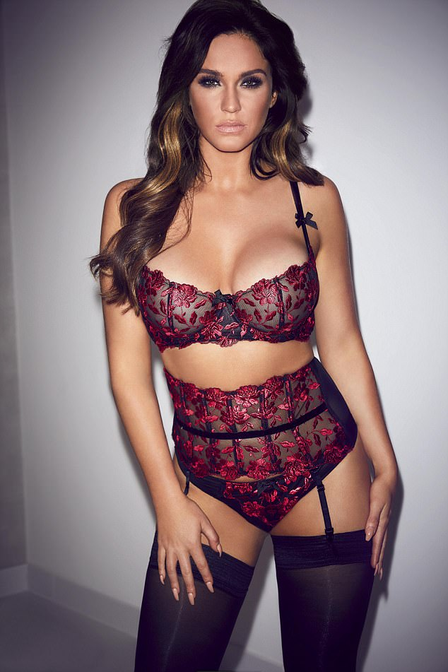 Vicky Pattison goes completely NAKED for Page 3 shoot